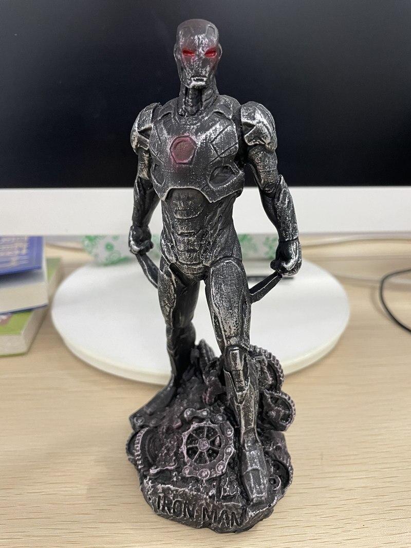 Статуэтка Персонаж Железный Человек Бэтмэн Логан Металлик - h04c04363a1374420a1ddded154c93fbe6